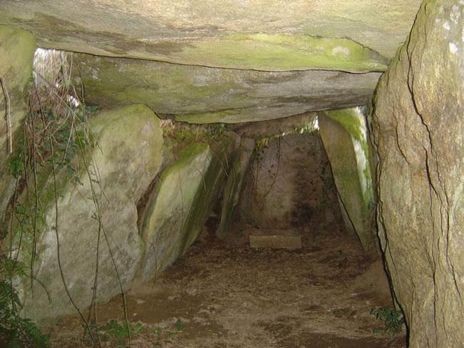 L'allée couverte de Kerbanalec