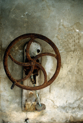 Ancienne pompe du puit de saint Guénolé-© Pascal Gay