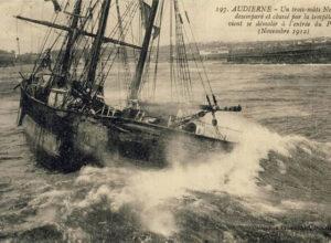 Le Bessel le long du môle. 2ème échouage le 29 octobre. Le navire restera dans cette position jusqu'au 24 novembre 1912