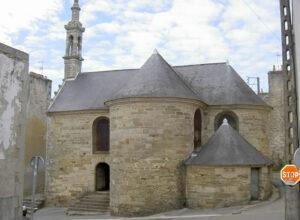 « Après la mort de Le Nobletz au Conquet en 1652, une chapelle fut élevée à sa mémoire à Douarnenez, près du Port-Rhu, où il avait vécu de nombreuses années. Bientôt, des miracles s'y produisirent…» -© Paul Cornec