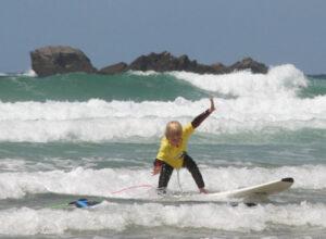 Ecole de surf du Cap Sizun devant la magnifique baie des Trépassés-© Audierne Info