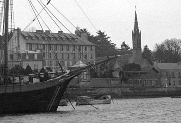 """L'ancien canot de sauvetage """"Paul LEMONNIER"""" à Bénodet"""