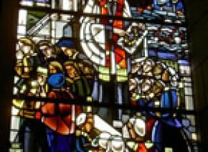 « Lors de sa visite à Audierne vers l'an 1617, Michel Le Nobletz prêcha à Sant-Rumon. Mais dès qu'il prit la parole, tous les riches marchands quittèrent l'église. Le missionnaire prédit alors leur ruine et le naufrage de la flotte audiernaise, qui sombra peu après. Un vitrail de l'église Saint-Joseph rappelle aujourd'hui ce tragique épisode. »